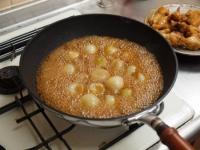 小玉ねぎと手羽元の煮物52