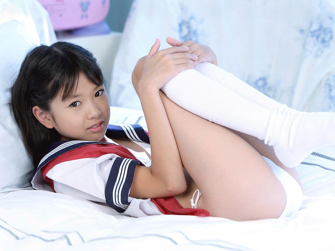 young idol blog nude pics