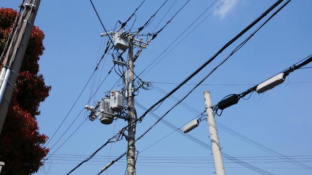電柱電線1枚目 640x360サンプル