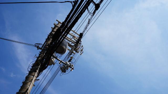 電柱電線2枚目 640x360サンプル