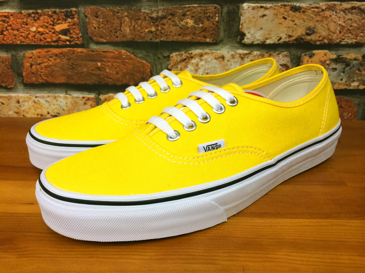 vans-authentic_yel_1.jpg