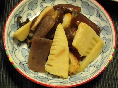タケノコとこんにゃく、椎茸の炊き合わせ
