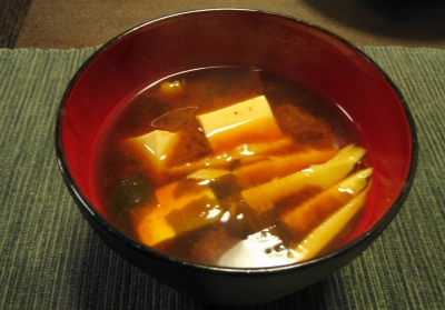 豆腐とタケノコの味噌汁