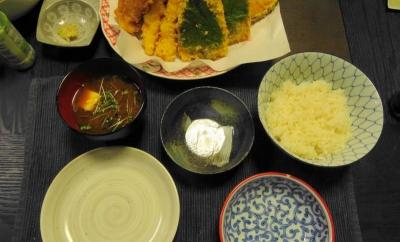 天麩羅の食卓、赤出汁に、小皿、天つゆ、ご飯