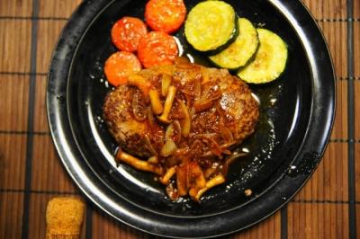 合挽き肉の粗挽きハンバーグ