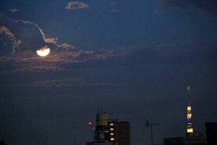 満月とスカイツリー1