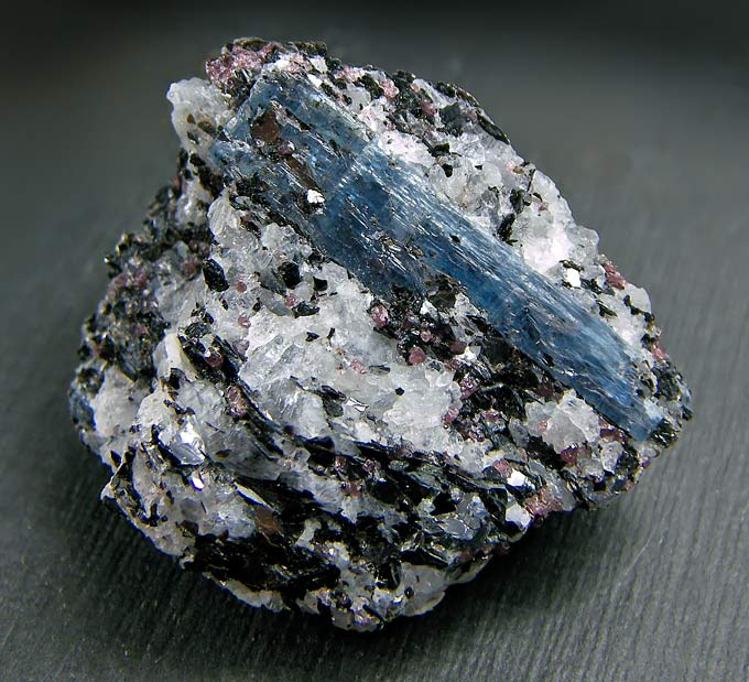 No.548 Kyanite