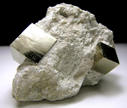 No.587 Pyrite