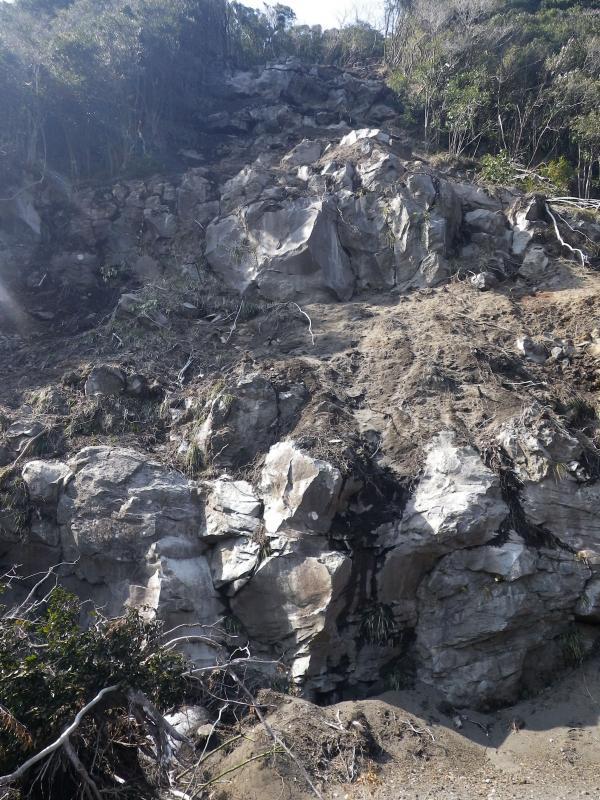 1700~1750年前にできた陥没カルデラ壁が露出しました
