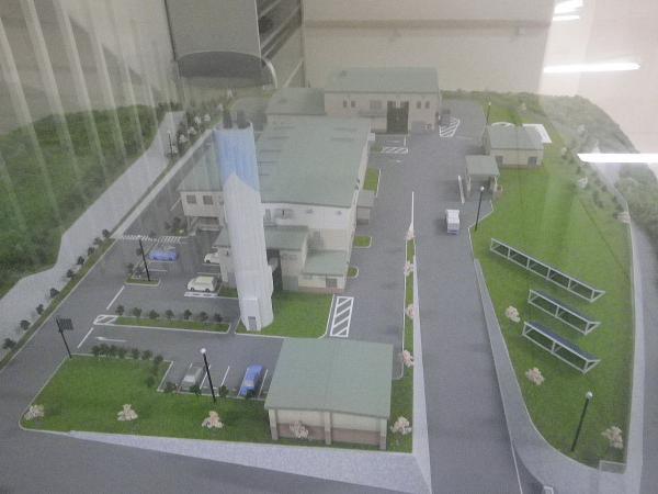 ゴミ焼却炉と汚泥処理施設を見学