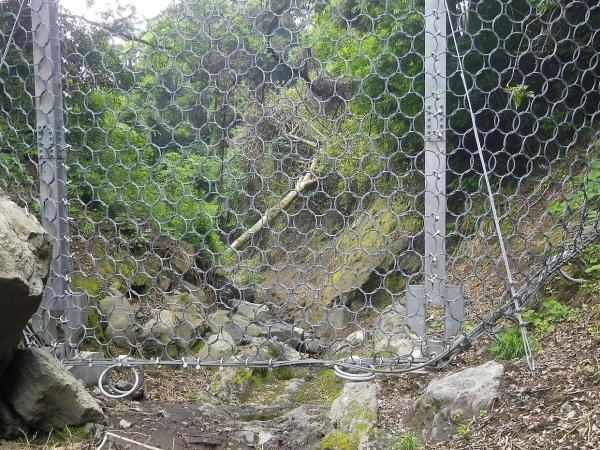 佐久川には いち早く土石流防護ネットが2か所 設置されました。
