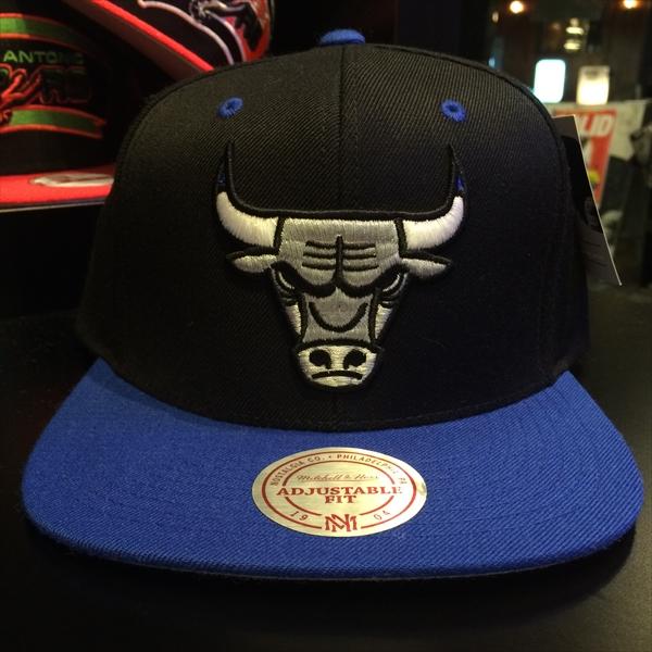 growaround_sportsblue_mitchellandness_bulls.jpg