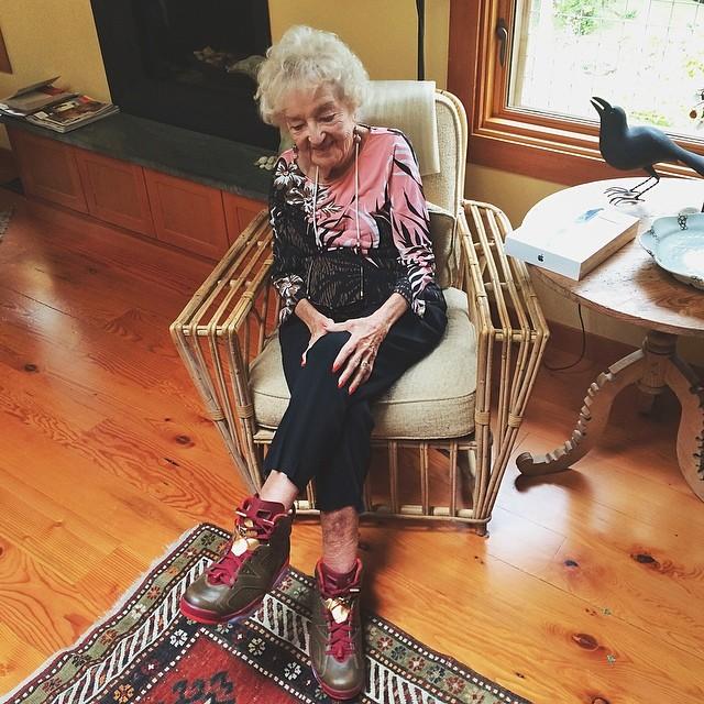 macklemore-grandma-air-jordan-vi-6-cigar_20140624144833c46.jpg