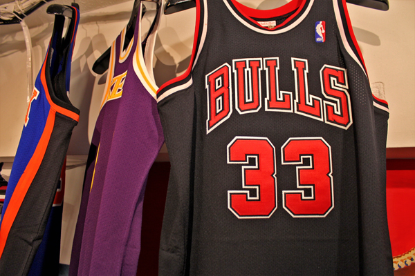 man_throwback_bulls_3.jpg