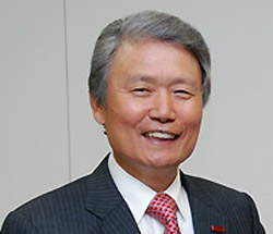榊原定征東レ会長(70)