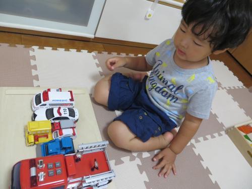 働く車と王子