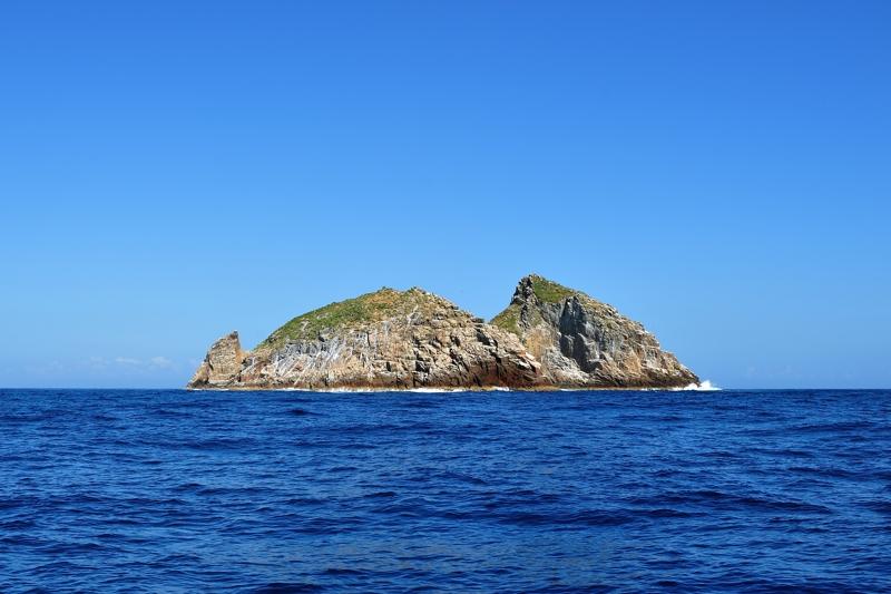 鷹島(北西から見た全景)