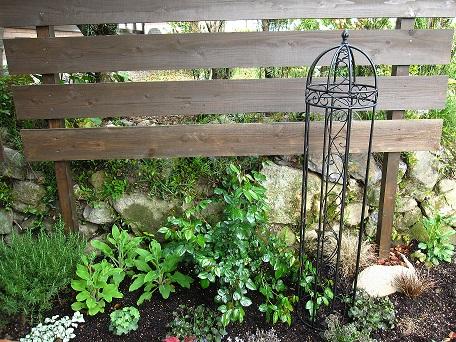 花壇のオベリスク1