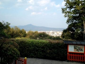 舟岡山より比叡山を望む