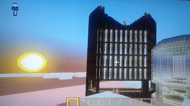 夕日とコラボする屋上付近。今回もデザイン性重視で波打つイメージで作りましたが見えるかな!?