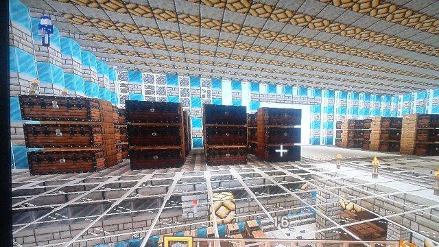 2階部分に設置した大型保管庫。後々は仕切で覆って各資材庫に出来ればなと。