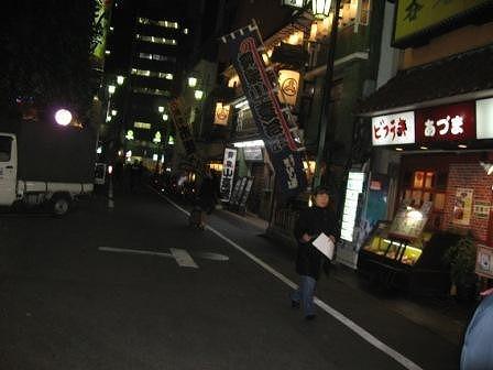 夜の新宿裏通り