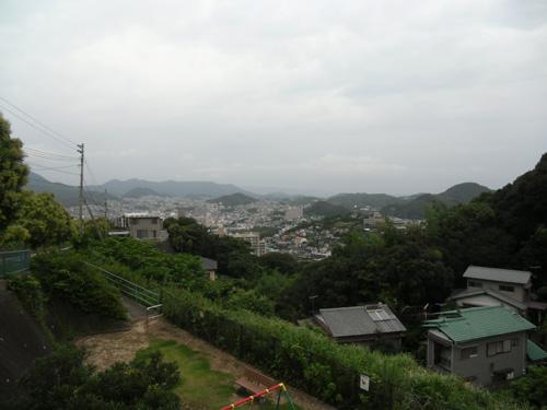 明日は雨だと。