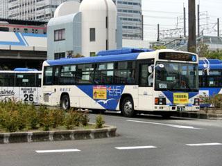 海浜幕張駅ロータリーに駐機していた京成バス