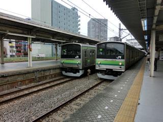 東神奈川駅で並ぶ205系横浜線