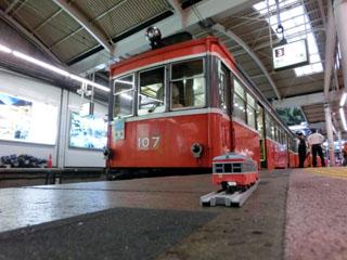 箱根湯本駅で撮影した実車とプラレールのコラボ