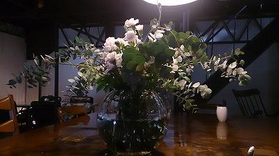 大きなガラスの花器