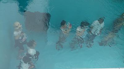スイミングプール上