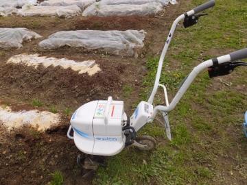 農園、肥料混ぜ2