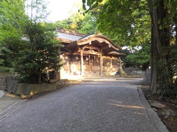 神社掃除と朝日2