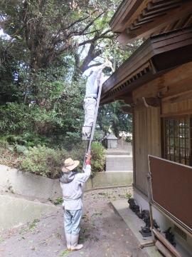 神社、夏の大掃除