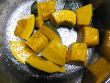 かぼちゃ簡単に切れます7
