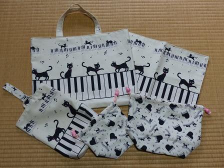 ピアノ・猫柄 1セット