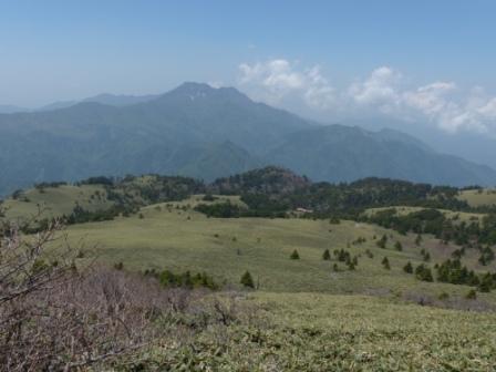 瓶ヶ森登山中に見た 氷見二千石原と石鎚山