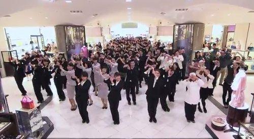 伊勢丹新宿が従業員500人が踊る動画を配信
