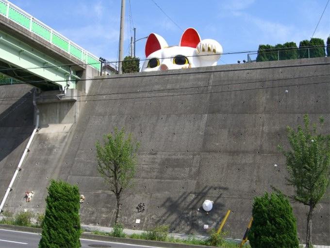 愛知県に巨大な招き猫がある理由