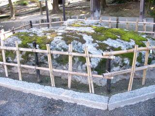 吉備津神社矢置岩