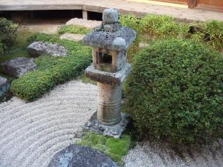 頼久寺庭園石灯篭