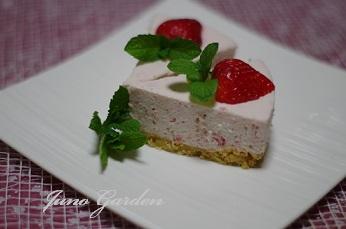 1イチゴババロアケーキ