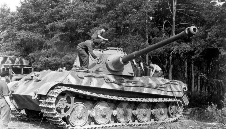Bundesarchiv_Bild_101I-721-0398-21A,_Frankreich,_Panzer_VI_(Tiger_II,_Königstiger)