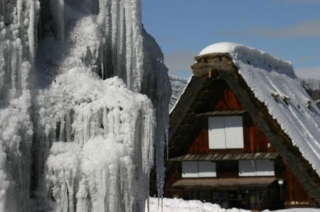 スキーやスノボーはちょと。。でも雪を楽しみたい!! 雪景色 世界遺産 白川郷合掌集落を見てみたい!! そんな方にはピッタリの冬旅行です ⑪
