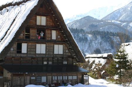 スキーやスノボーはちょと。。でも雪を楽しみたい!! 雪景色 世界遺産 白川郷合掌集落を見てみたい!! そんな方にはピッタリの冬旅行です ⑫
