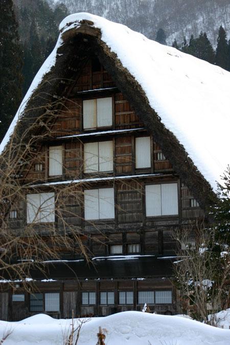 景色が素晴らしいと有名な世界遺産 白川郷でも一番綺麗な季節は冬と言れております~水墨画のような雪景色です~②