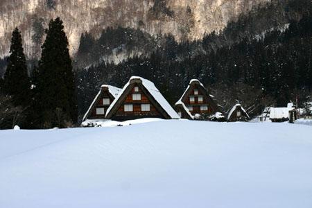 景色が素晴らしいと有名な世界遺産 白川郷でも一番綺麗な季節は冬と言れております~水墨画のような雪景色です~⑦