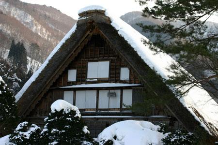 景色が素晴らしいと有名な世界遺産 白川郷でも一番綺麗な季節は冬と言れております~水墨画のような雪景色です~⑧