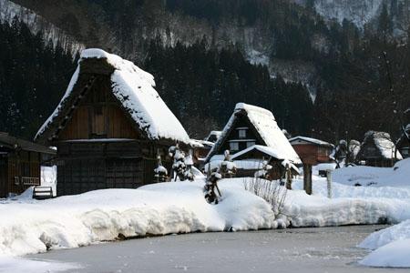 景色が素晴らしいと有名な世界遺産 白川郷でも一番綺麗な季節は冬と言れております~水墨画のような雪景色です~⑨